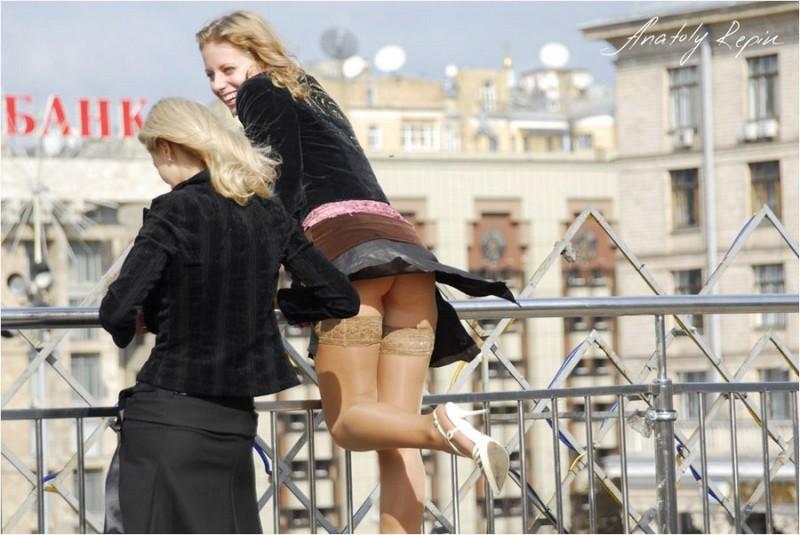 короткие юбки и ветер фото связано глубоким