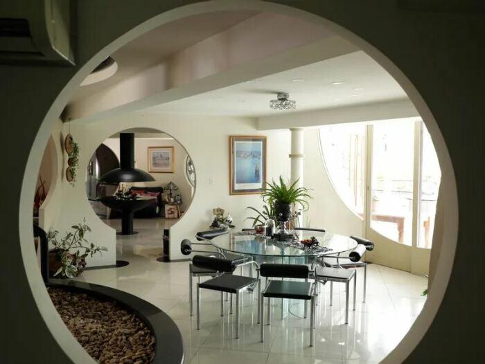 Как выглядит изнутри дом из бетонных шаров, в котором семья архитектора прожила 30 лет архитектура,интерьер и дизайн