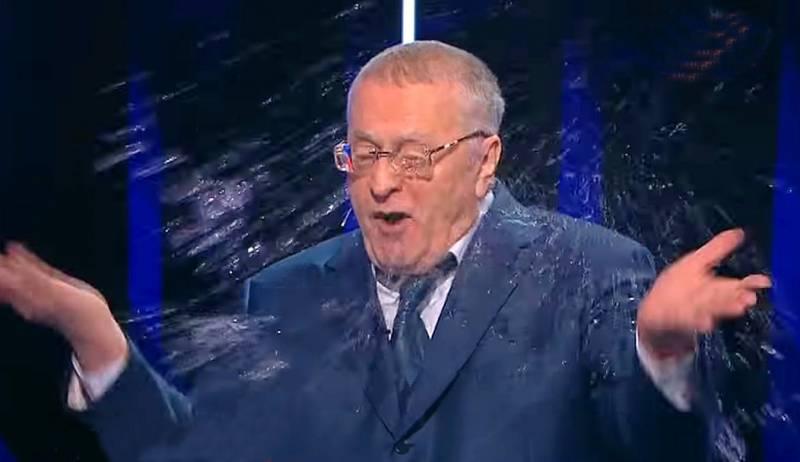 Жириновского облили водой в прямом эфире