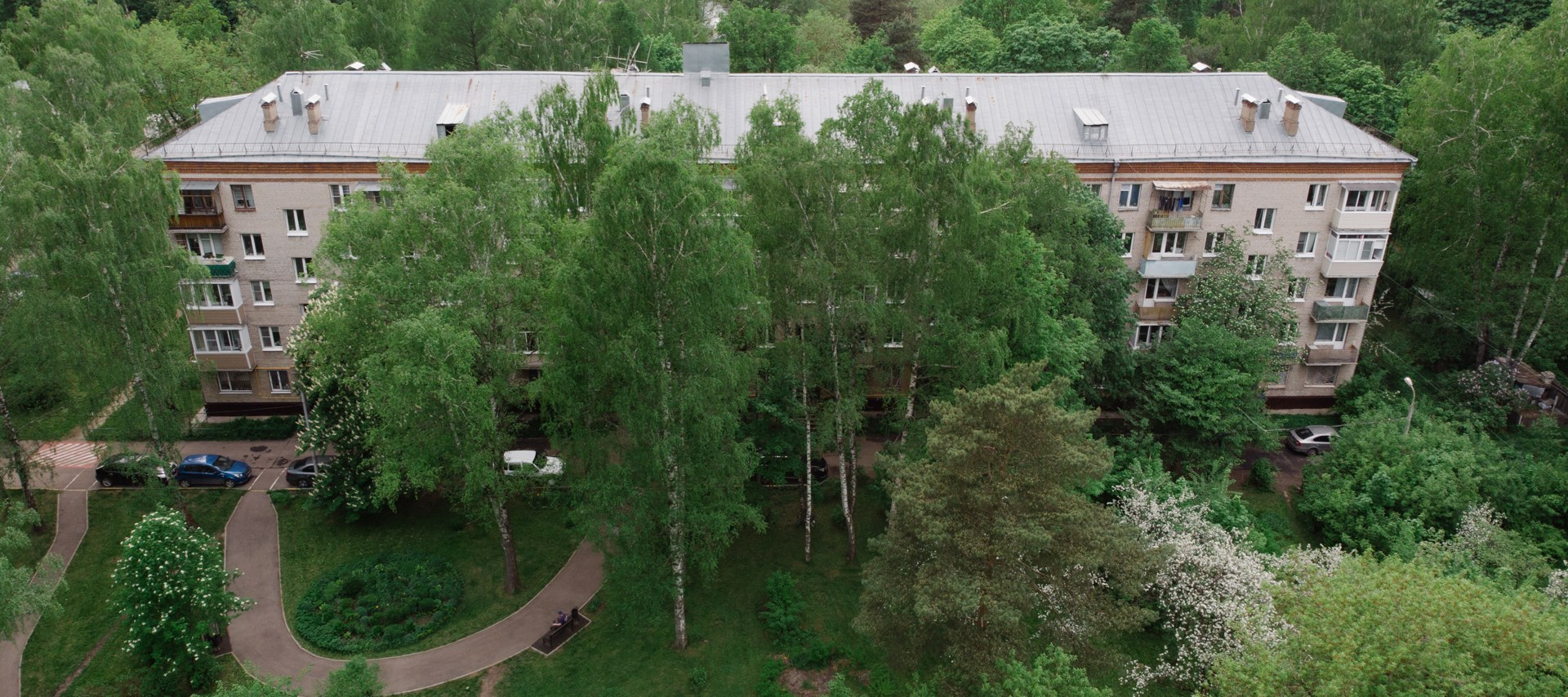 Как живут москвичи в хрущевке и сталинке посреди леса