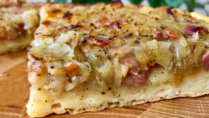 Zwiebelkuchen — знаменитый открытый луковый пирог немецкой кухни