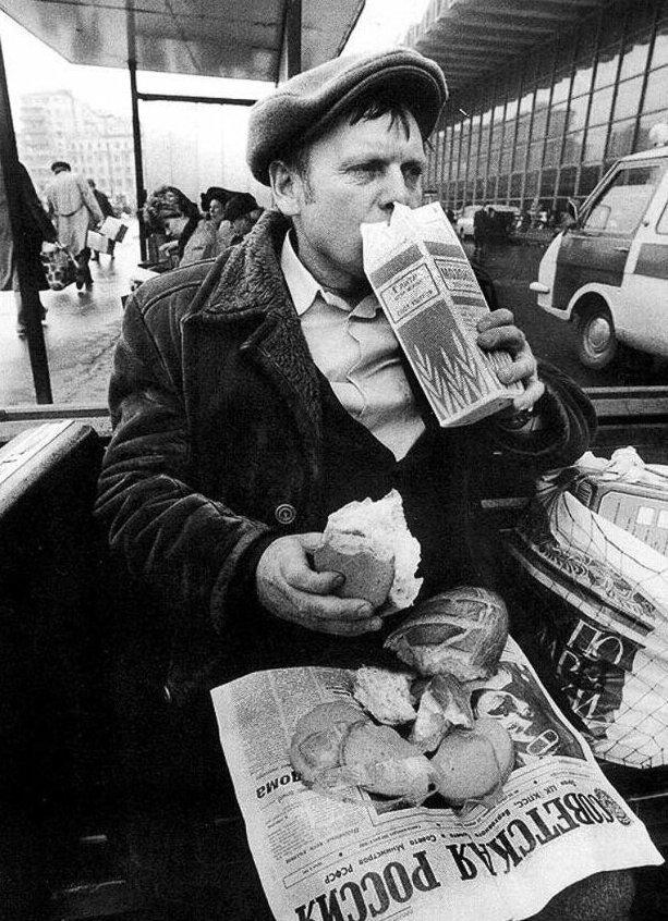 26. Перекус на Курском вокзале, Москва, 1989 год жизнь, исторические фото, история, прошлое, фото