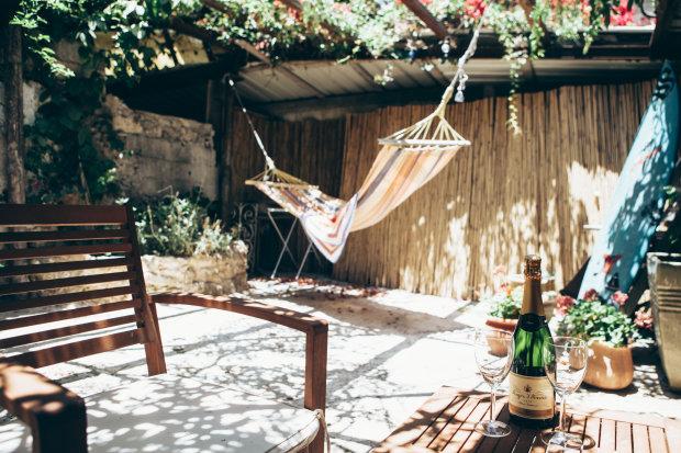 Уютные террасы: 7 чудесных идей для маленького участка земли можно, цветы, площадь, мебели, цвета, добавят, например, стулья, домаЯркие, атрибуты, жизнь, хорошо, будет, всегда, пусть, вариант, повседневную, экспериментируйВот, Смело, подбери