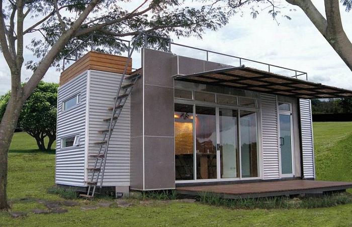 В доме площадью всего 14,5 кв. метров достаточно места для 4-х человек