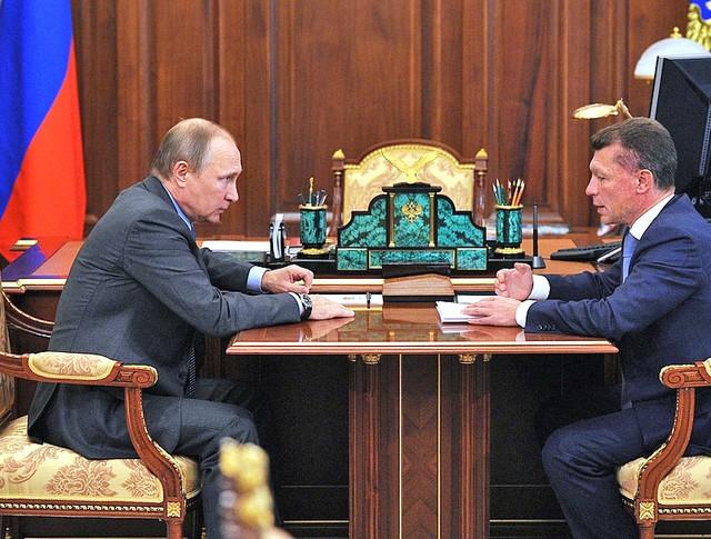Владимир Путин поручил Министерству труда выровнять зарплаты учителей в регионах