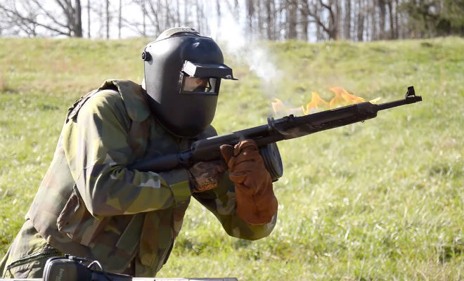 Проверили АК-47: расплавился в руках стрелка