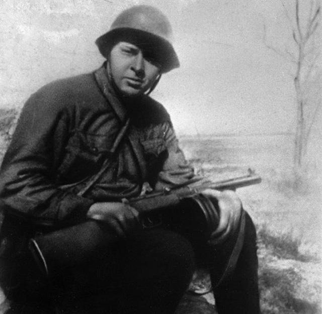 Писатель Аркадий Гайдар на фронте в дни Великой Отечественной войны 1941-1945 гг