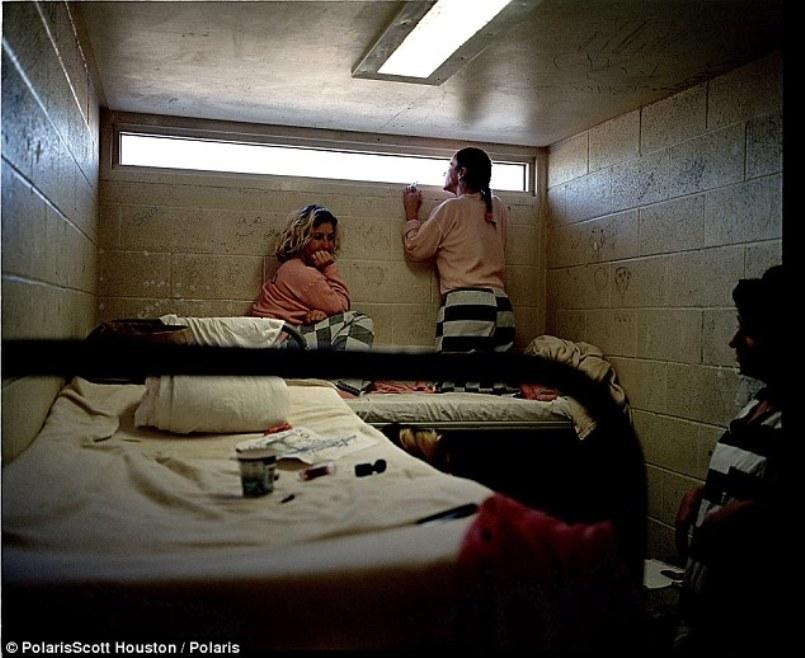 жгучая ласковая реальная съемка женская тюрьма россия же