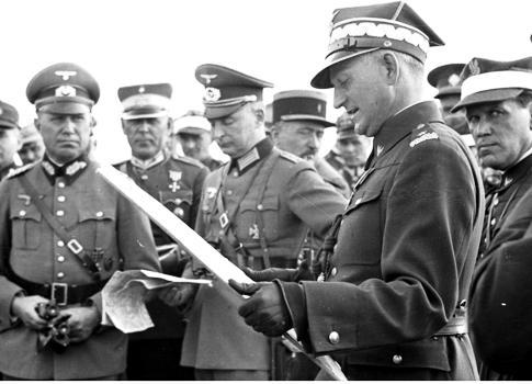 Почему Польша забыла о своей вине и ответственности за союз с Гитлером?