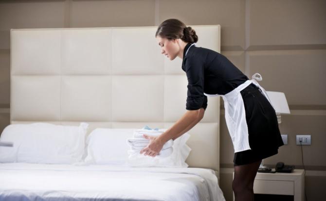 9 секретов по уборке, которыми поделились горничные элитных отелей. Примени это в домашних условиях!