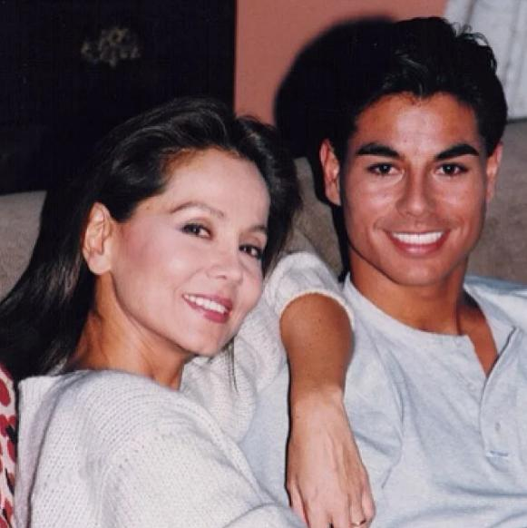 Как выглядит старший брат певца Энрике Иглесиаса и его супруга celebrities,актер,Заморские звезды,звезда,певец,фильм,фото,шоубиz,шоубиз,Энрике Иглесиас