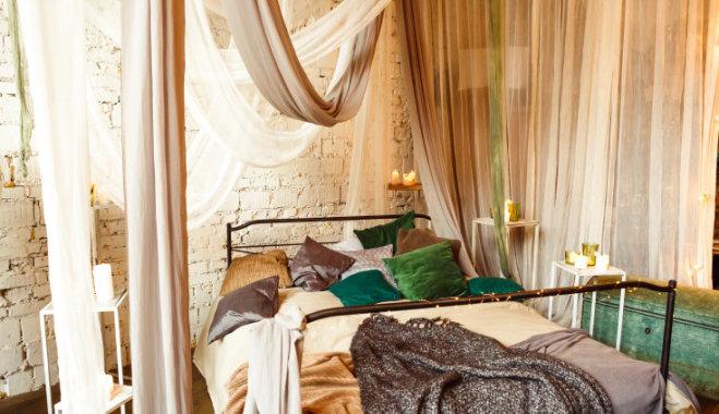 Занавески с бахромой, балдахин над кроватью и бохо-стиль: Тенденции интерьера 90-х, которые снова в моде