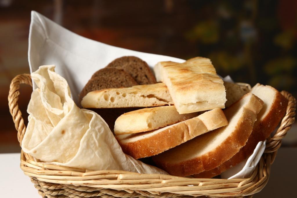 Хлеб, который вы не съели, попадает на другие столы: в чем еще признаются шеф-повара
