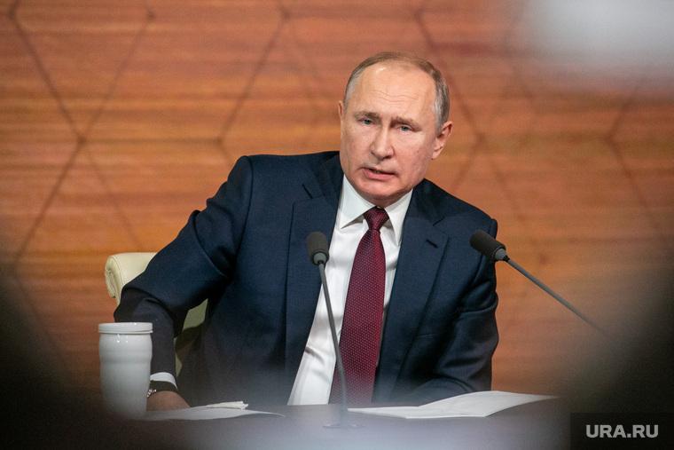Политологи оценили размер доходов Путина. Зарплата президента США отличается в три раза