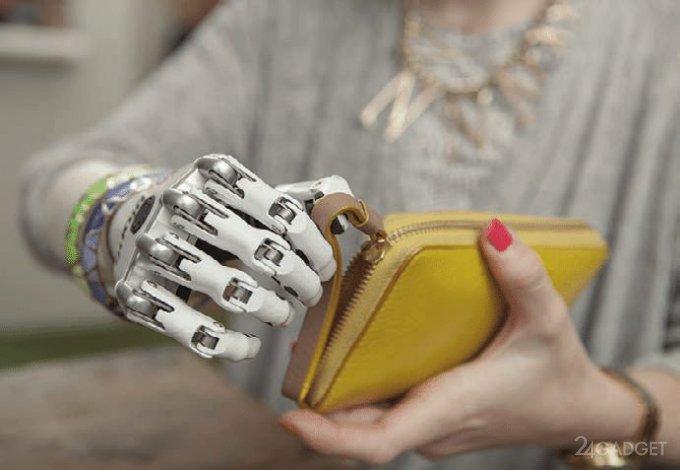 Представлен протез руки,  передающий ощущения прикосновения