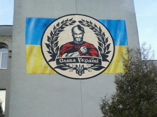 Скандал в Сумах: мэр не смог ответить, кто разрешил нарисовать в центре города мурал с эмблемой неонацистов