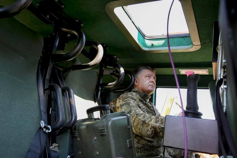 Порошенко заявил о готовности к войне с Россией. «Девять граммов свинца припасем для каждого»