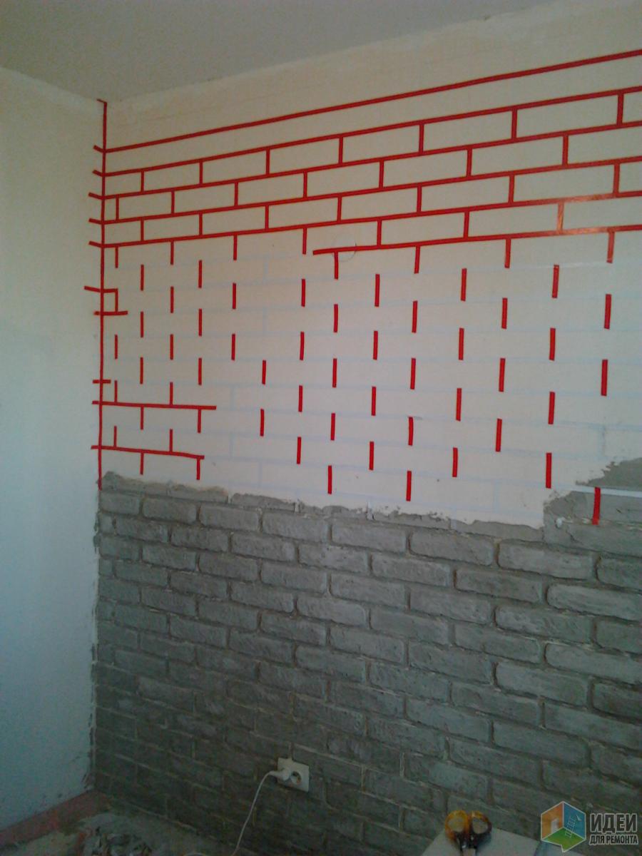 Стены были заштукатурены и зашпатлеваны давно,еще не знала буду кирпич класть или обои клеить.