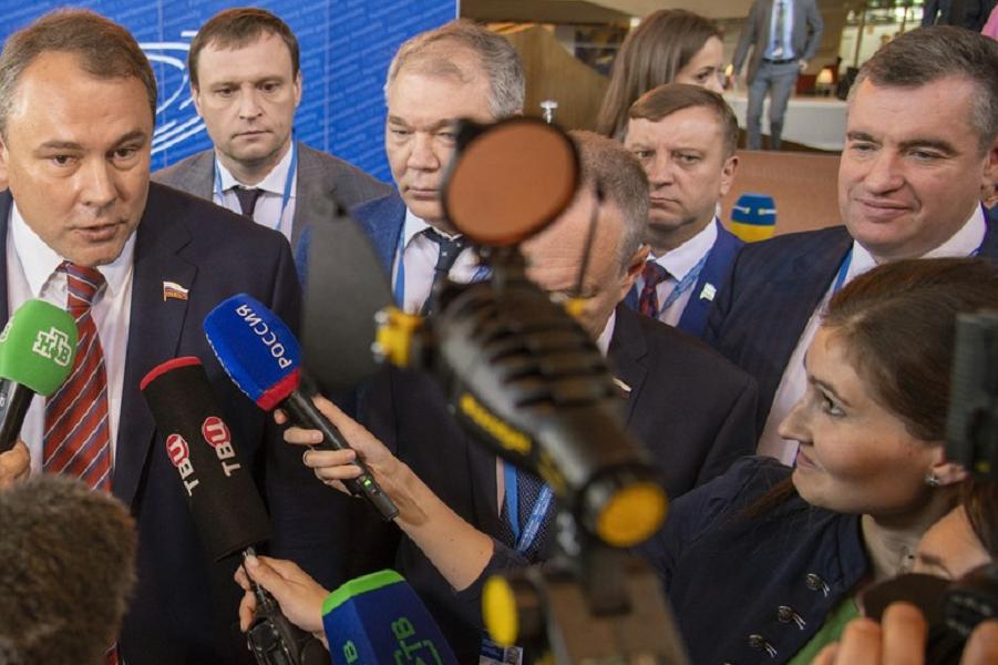 Заочно поспорил с Валерием Соловьем в «Новых Известиях» по поводу ПАСЕ и Слуцкого