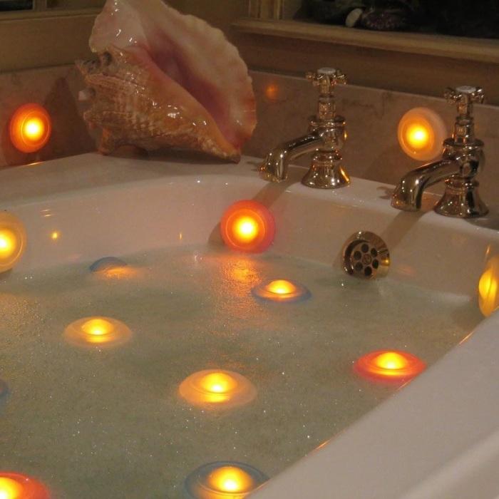 Эти свечи продержатся долго, а главное, что они не боятся воды. /Фото: menkind.co.uk