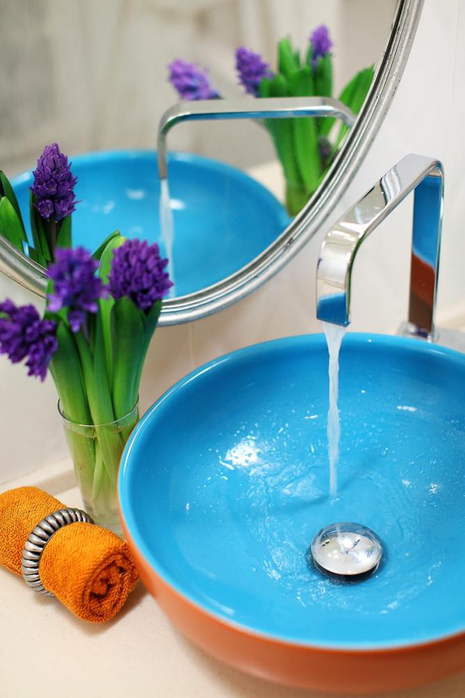 Декор в цветах: голубой, бирюзовый, серый, светло-серый, белый. Декор в .