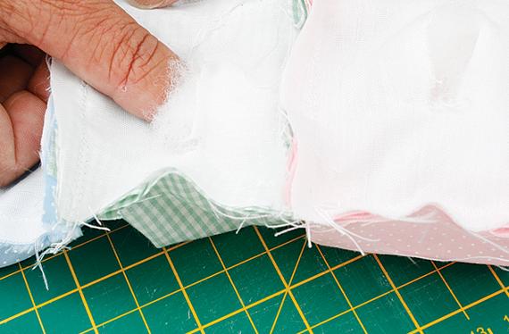 Детское одеялко из пузырьков в технике пэчворк. Мастер-класс (13) (570x374, 424Kb)