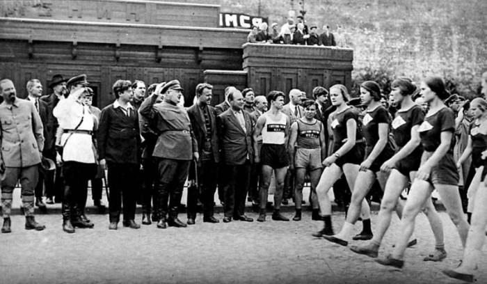 Авель Енукидзе выбирал комсомолок для своих утех на праздничных мероприятиях./Фото: ic.pics.livejournal.com