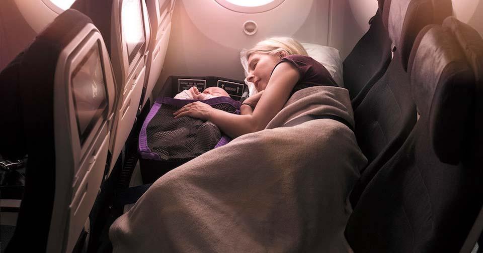 Улучшенные сидения в самолёте позволят родителям и малышам спать вместе. Кажется, это отличная идея!