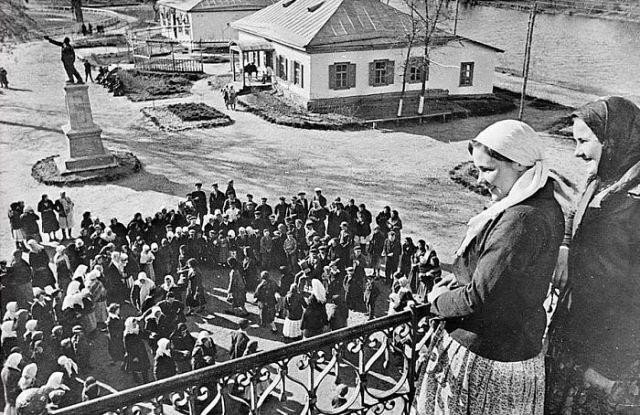 Воспоминания от первого лица : Сколько люди работали в колхозе при Сталине?