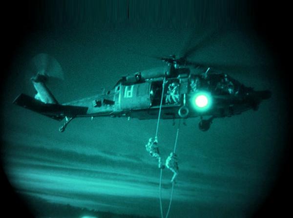 """Высадка """"зеленых беретов"""" из вертолета в Сирии"""