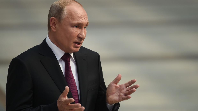 Путин призвал выпускников вузов дерзать, мечтать и не сдаваться Общество
