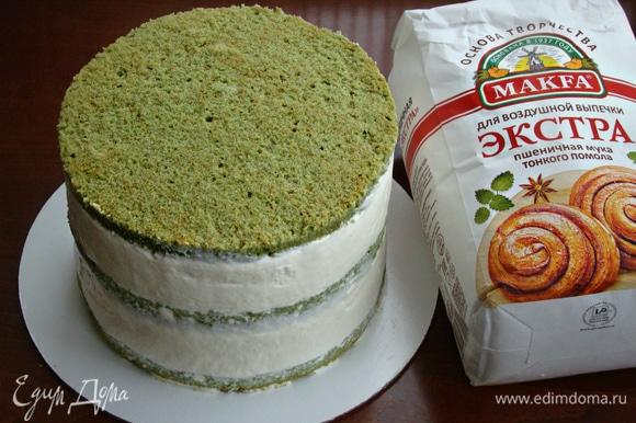 Готовый торт поставить в холодильник для застывания на 2–3 часа.