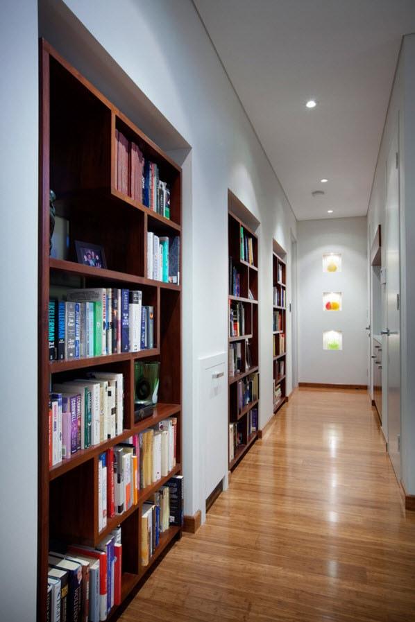 Ниши для книг в коридоре