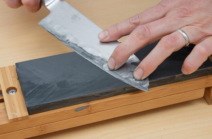 Как самостоятельно заточить кухонные ножи до бритвенной остроты