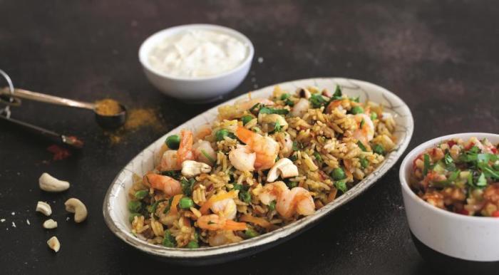 Рис по-тайски с креветками и курицей.  Фото: gastronom.ru.
