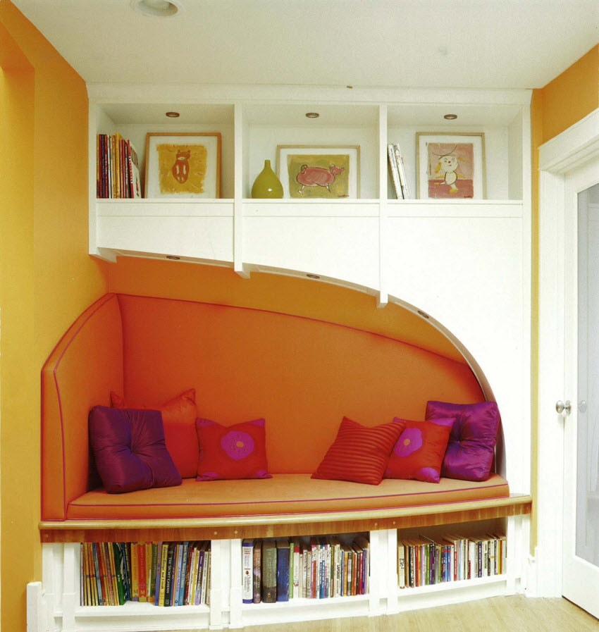 Книжные полки под мягкой поверхностью