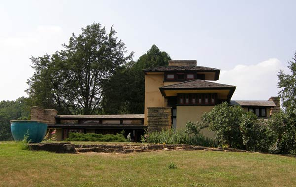 https://1dom.files.wordpress.com/2009/12/taliesin-7.jpg