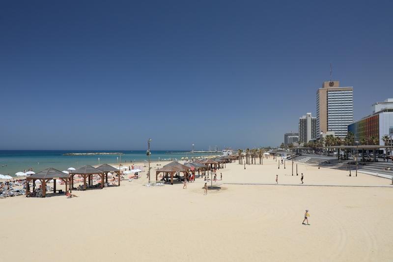 Песчаные пляжи побережья Тель-Авив.