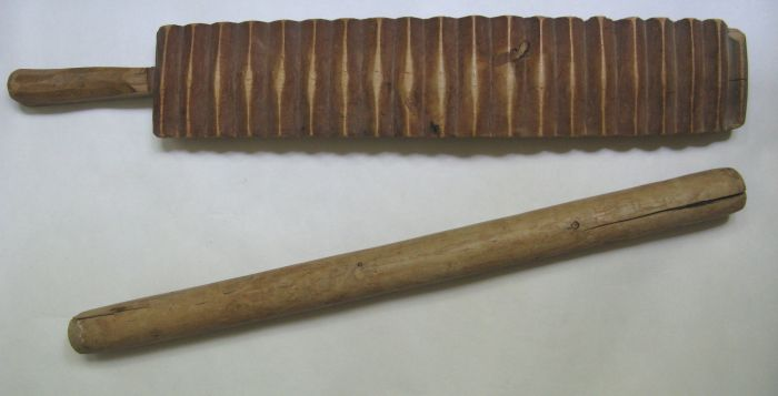 Рубель и скалка — древние приспособления для стирки и глажки белья./Фото: moskva.doski.ru