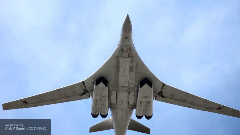 Минобороны РФ показало видео полета ракетоносцев Ту-160 над Балтийским морем
