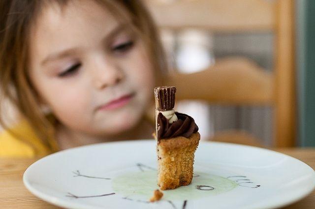 «Рацион нужно менять всей семье». Эксперты - о борьбе с детским ожирением