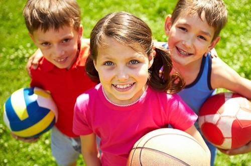 Детские игры на улице с мячом. Как научить ребенка говорить звук «р»?