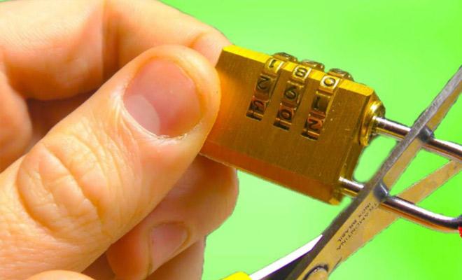 Открыть кодовый замок без знания кода: ключник показал работу по звуку