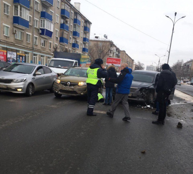 В Казани водитель протащил инспектора за автомобилем и сбежал с места происшествия дтп