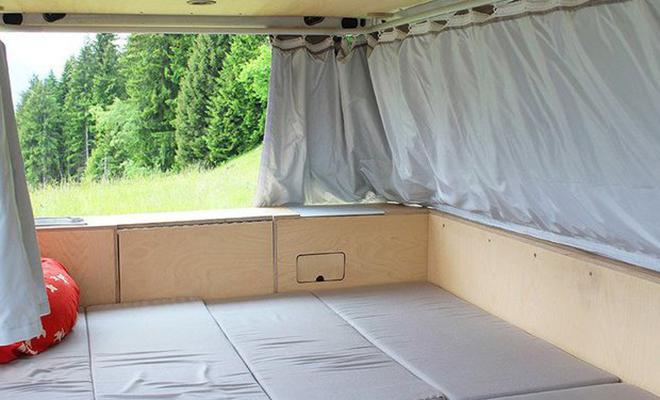 Водитель построил дом в машине. Гостиная, спальня, кухня и кладовая на площади в 4 метра Культура