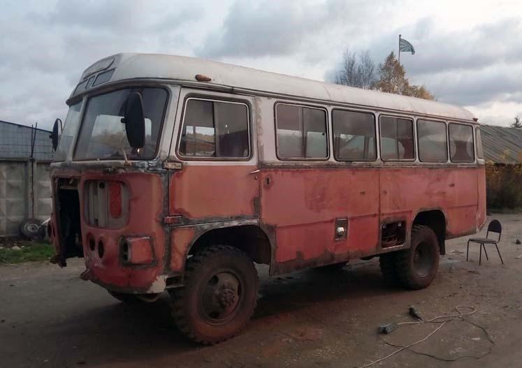 Ржавчину пришлось зачищать, дырки заваривать новым металлом. авто, автобус, восстановление, олдтаймер, паз, реставрация, ретро авто
