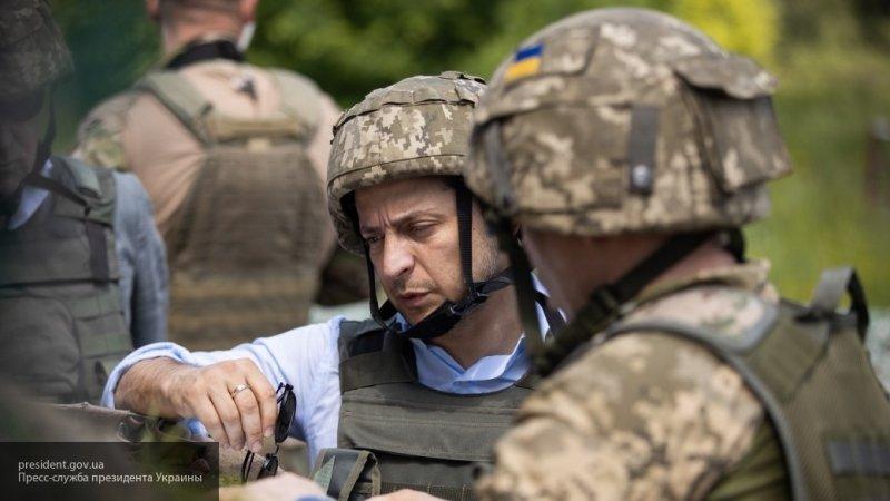 """Зеленский приказал Генштабу """"жестко отвечать"""" на обстрелы в Донбассе"""