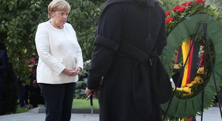 Меркель на площади Героев Грузии
