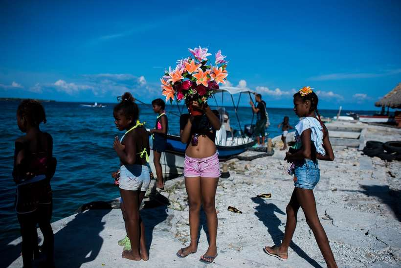 Как 1000 людей уживаются на острове размером с футбольное поле