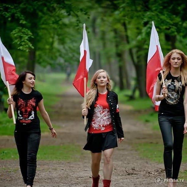 Симпатичные футбольные болельщицы из Польши